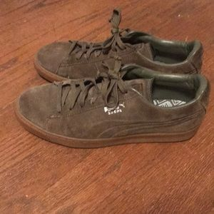Green and brown suede puma classics